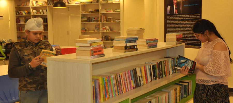 Kiran-Nagarkar-library-1