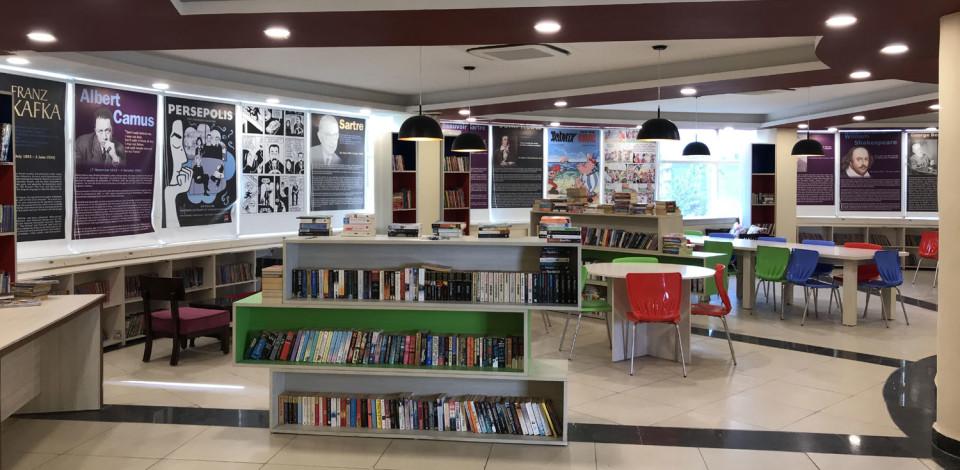Kiran-Nagarkar-library-3
